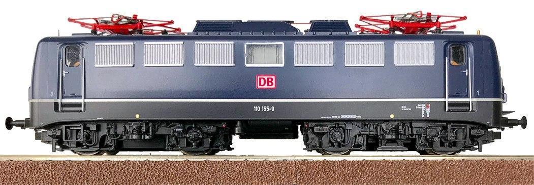 Rocos BR110 72564 in aufrechter Haltung.